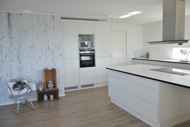 Kjøkken med stor kjøkkenøy – nr14 interiørhjelp