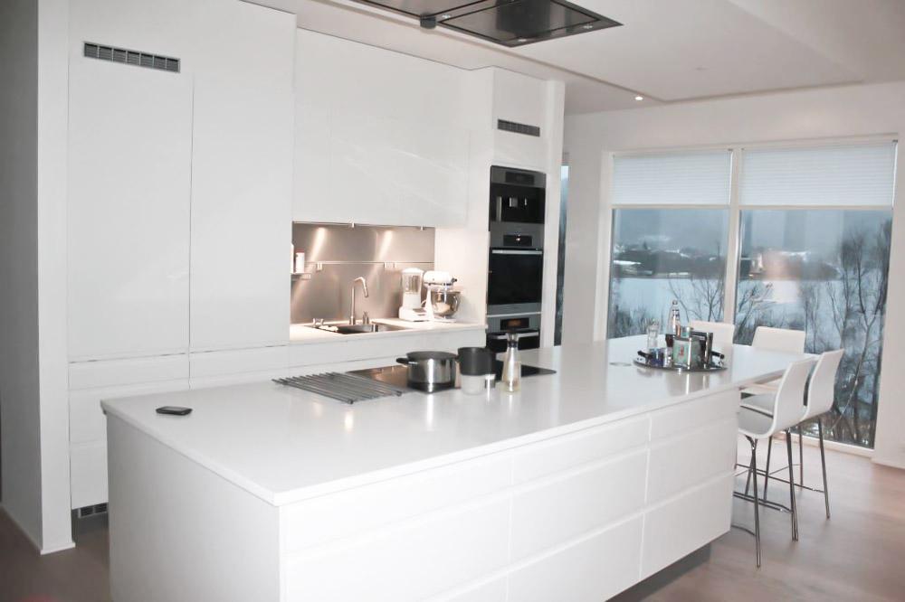 Et kjøkkenprosjekt med hvit kjøkkenøy – Nr14 Interiørhjelp