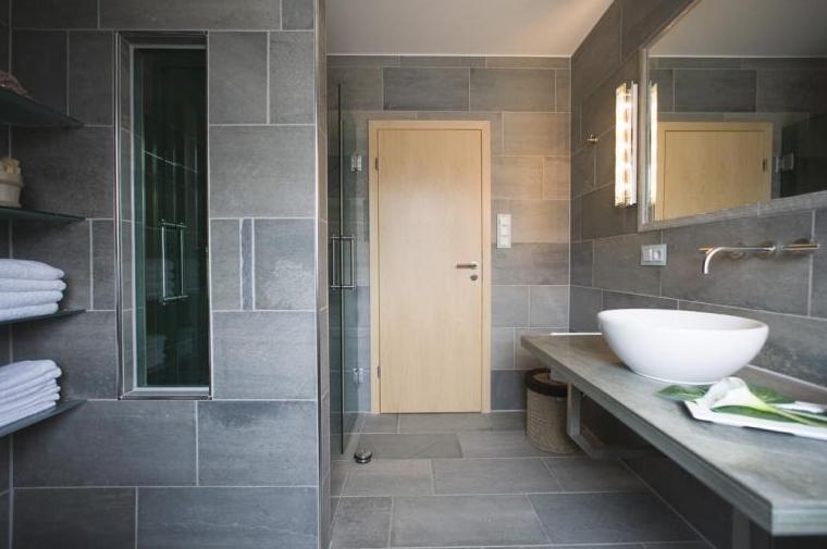 badekar p badet og skifer nr14 interi rhjelp. Black Bedroom Furniture Sets. Home Design Ideas